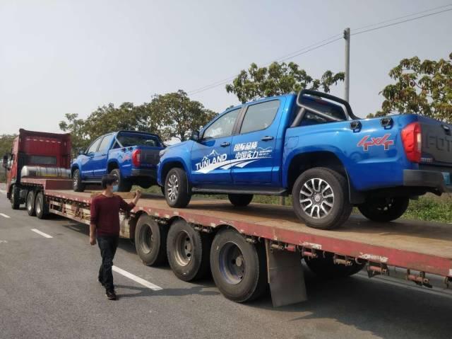 19日下午,兩輛皮卡即將從佛山市三水樂平鎮出發,運往武漢。