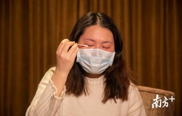 2月23日,在采访过程中,刘家怡说到动情时流下眼泪。