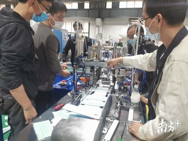 中南机械也站在了口罩生产最前端。肖霞摄