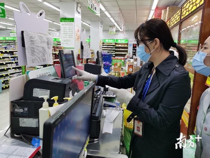 顺德医保分局对定点药店落实防控期间医保规定开展监督检查。