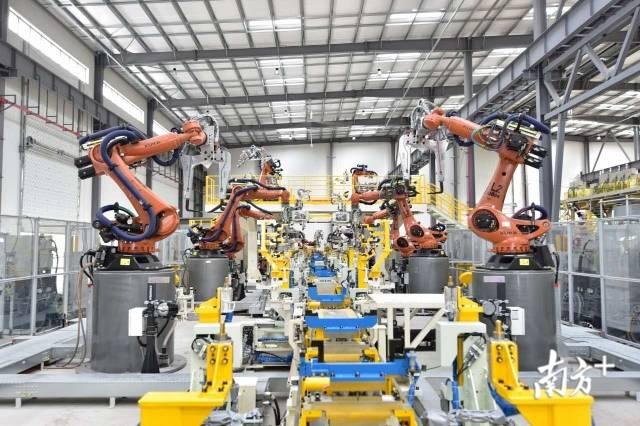 九州平台网站新能源汽车钢铝车身柔性智能焊装产线。