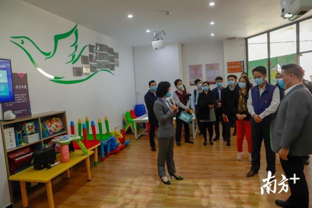 龙江镇文华社区针对新市民须融入社区和邻里关系需重构等需求,提供和开发多类型社区服务。