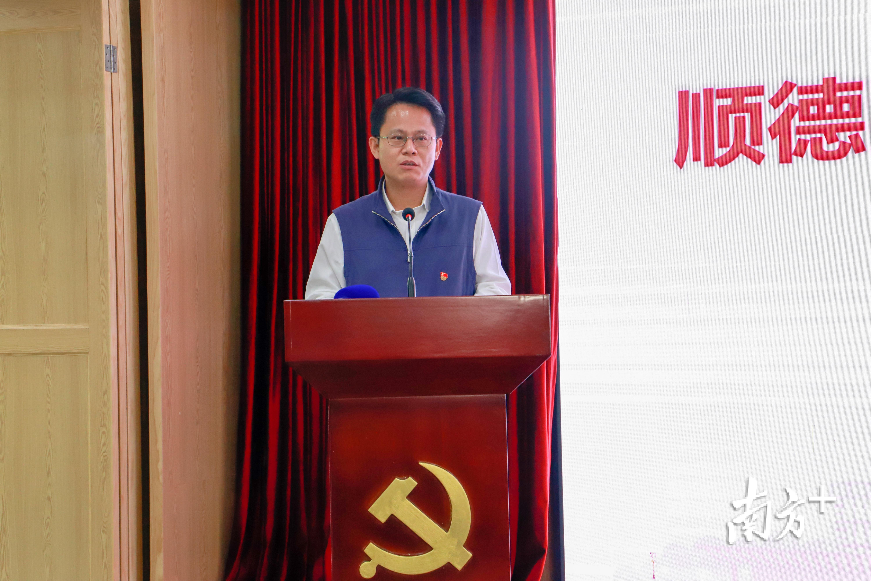 顺德区委副书记、区委政法委书记王勇在2020年顺德区党建引领社会治理创新工作部署会作动员讲话。