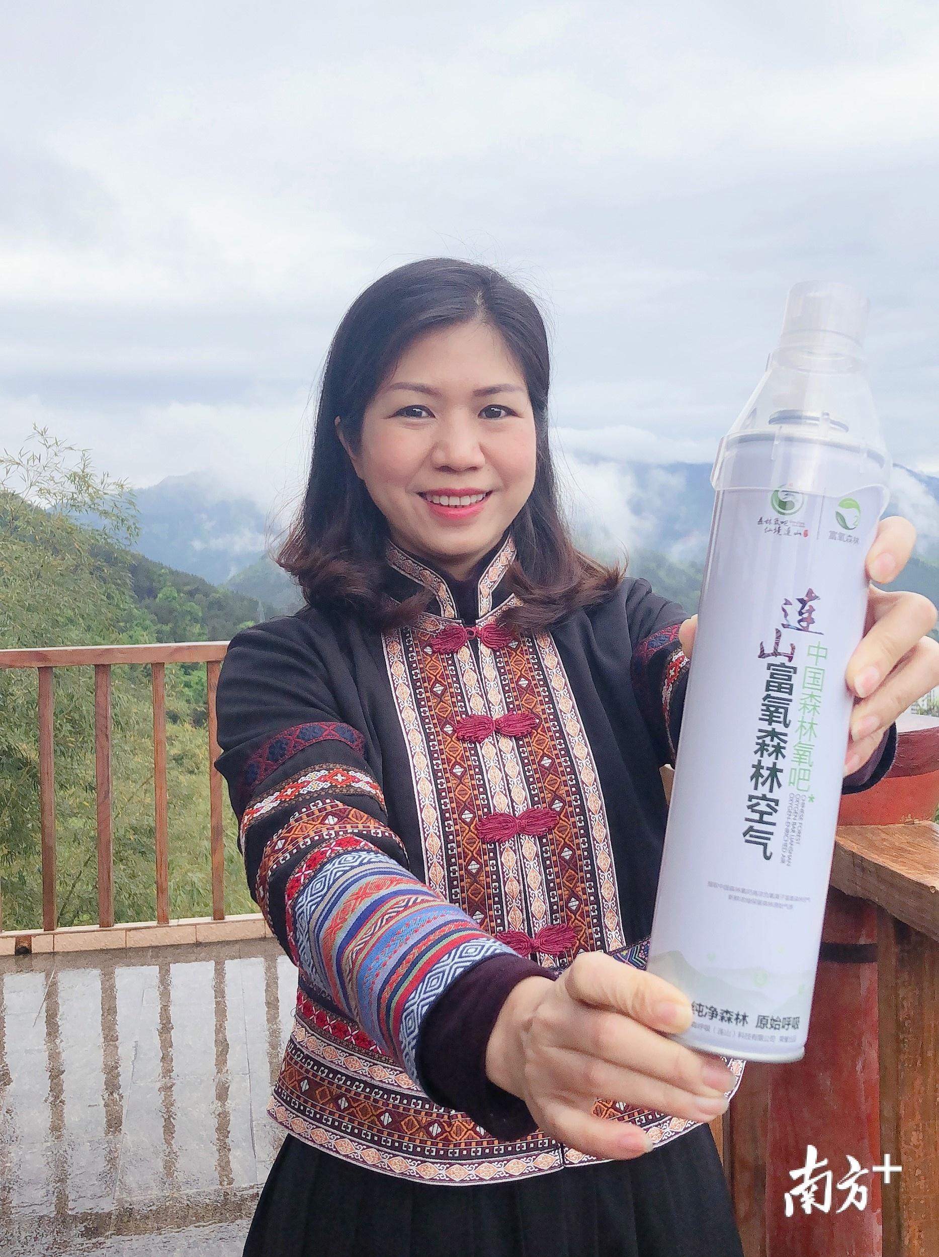 县长冯红云带货售卖连山富氧森林空气。