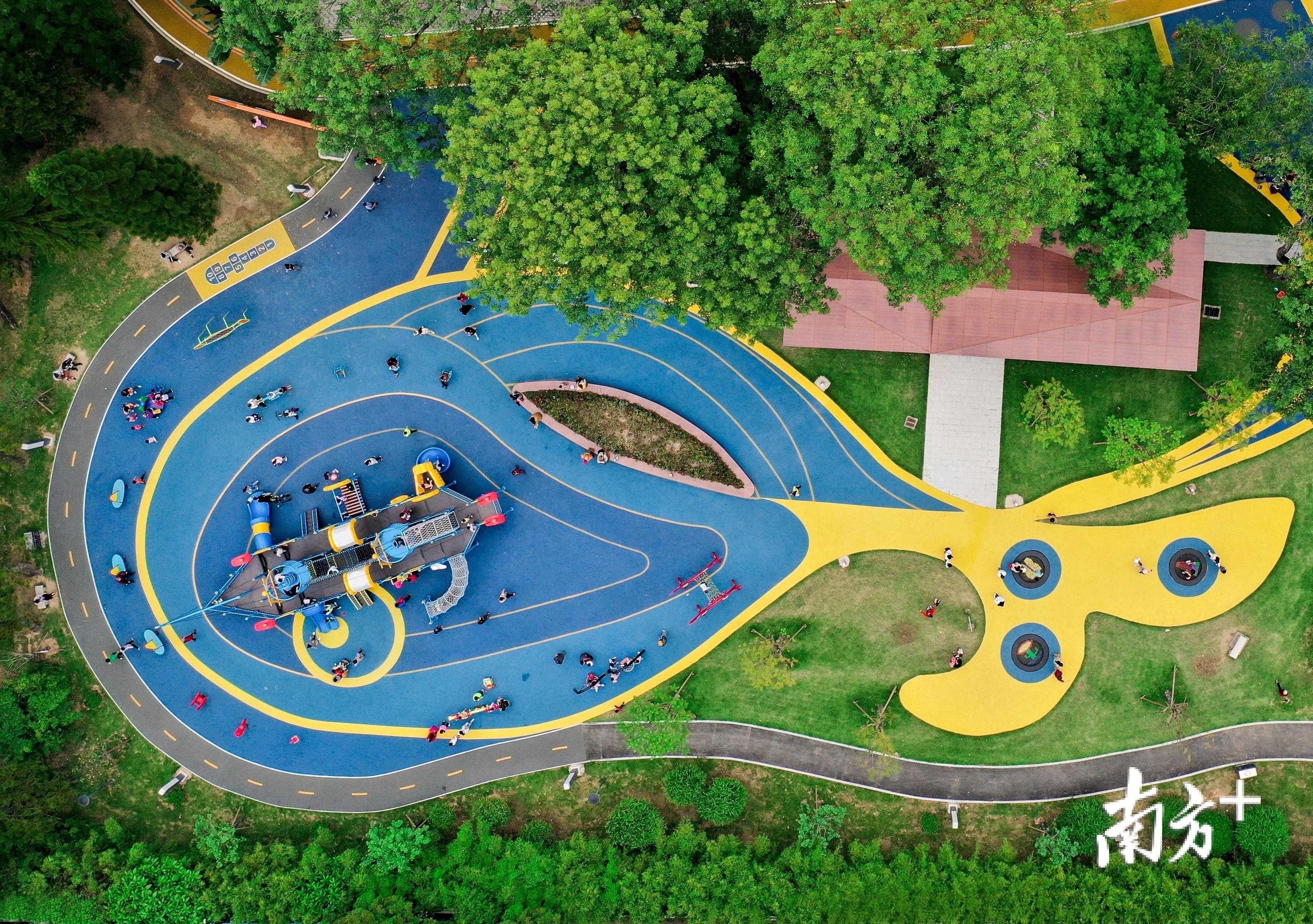 新湖公园的儿童乐园与好心绿道融为一体,从天空俯瞰,好似一只鲸鱼宝宝。