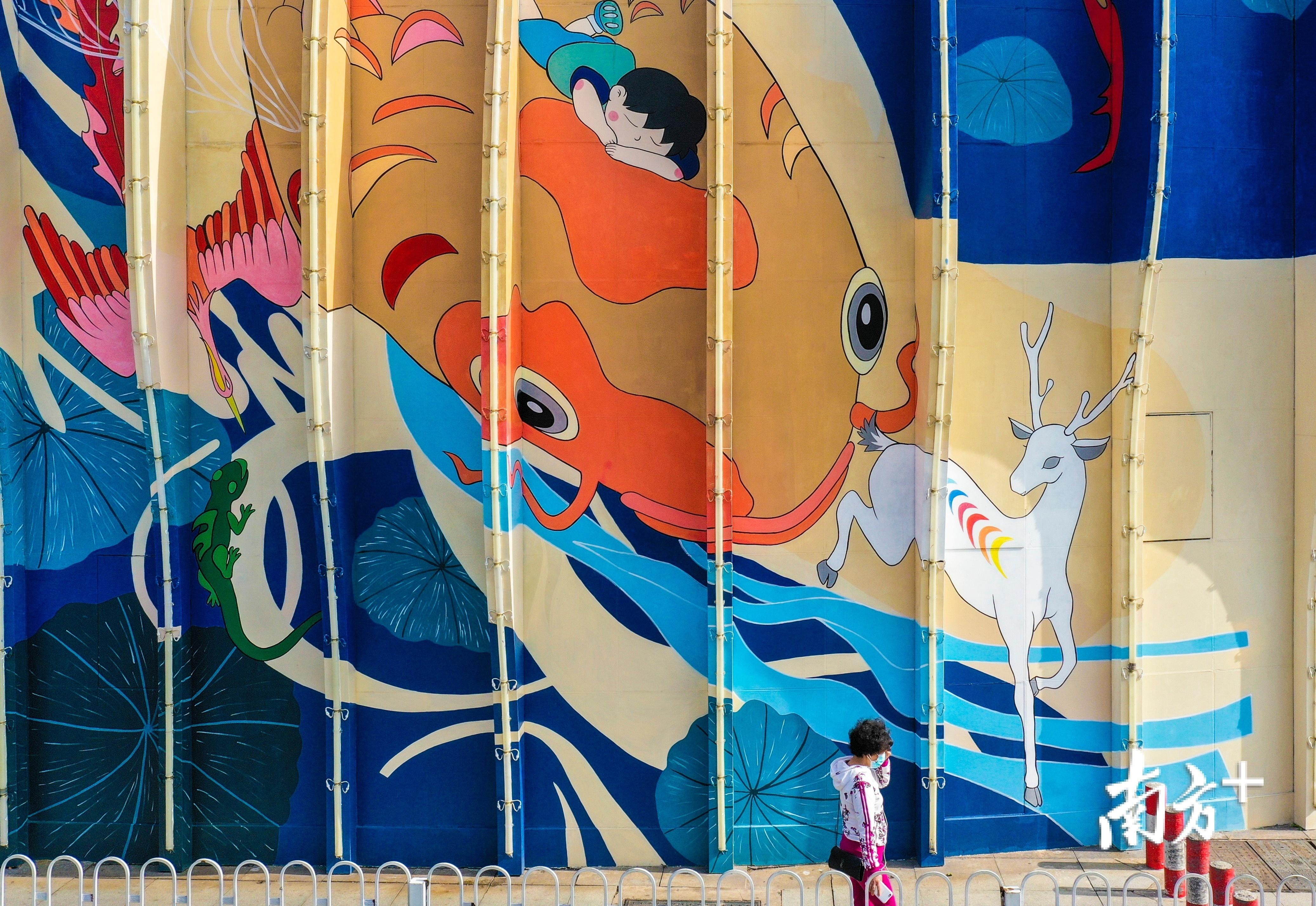 好心绿道经过的文化广场东侧墙体罗非鱼墙绘艺术,体现了茂名的渔业文化。