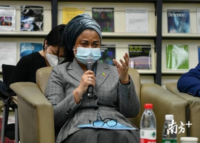 非洲国家驻穗领团团长、马里驻穗总领事艾丽玛·加库发言