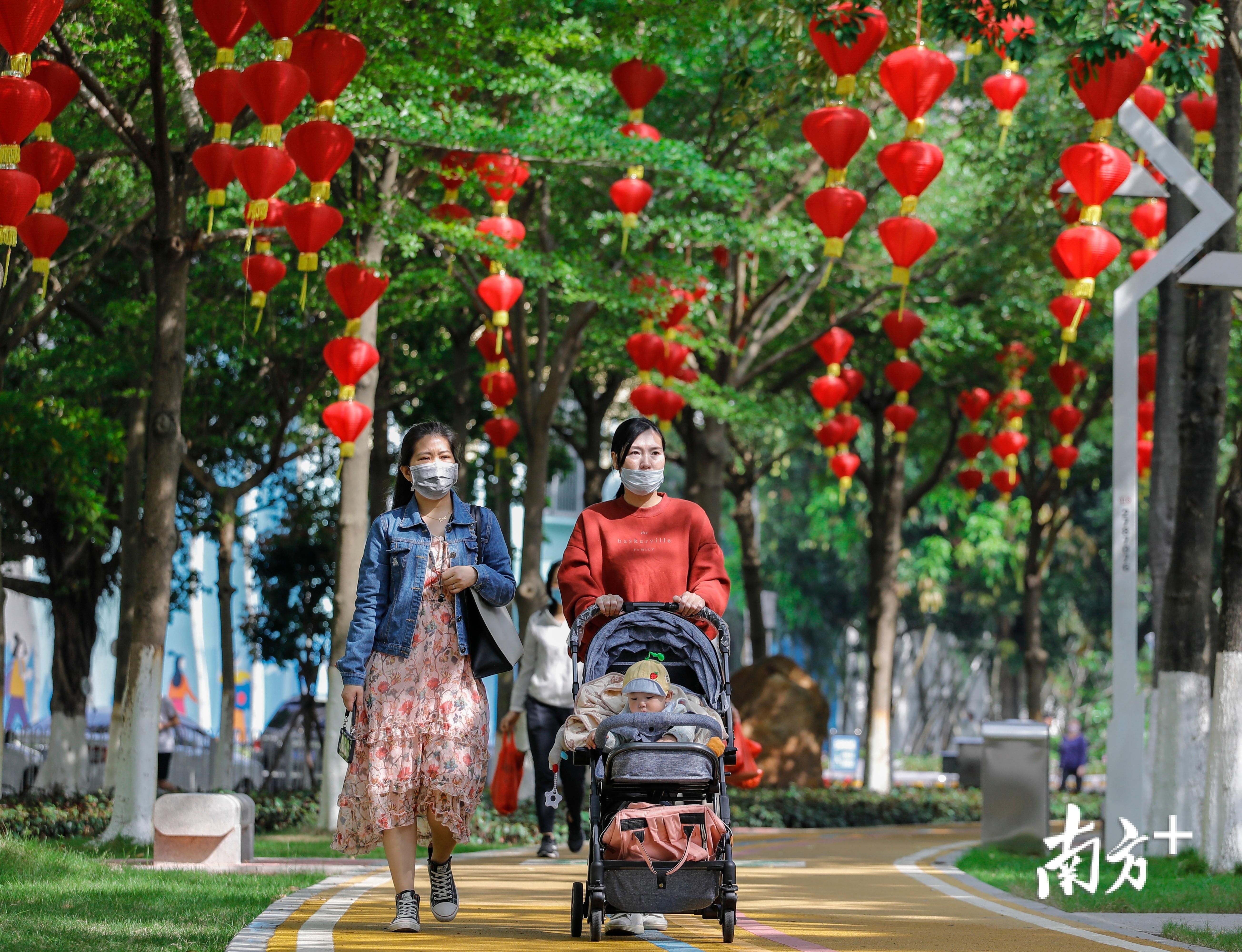 位于文化广场的好心绿道穿林而过,传递着春天的气息。