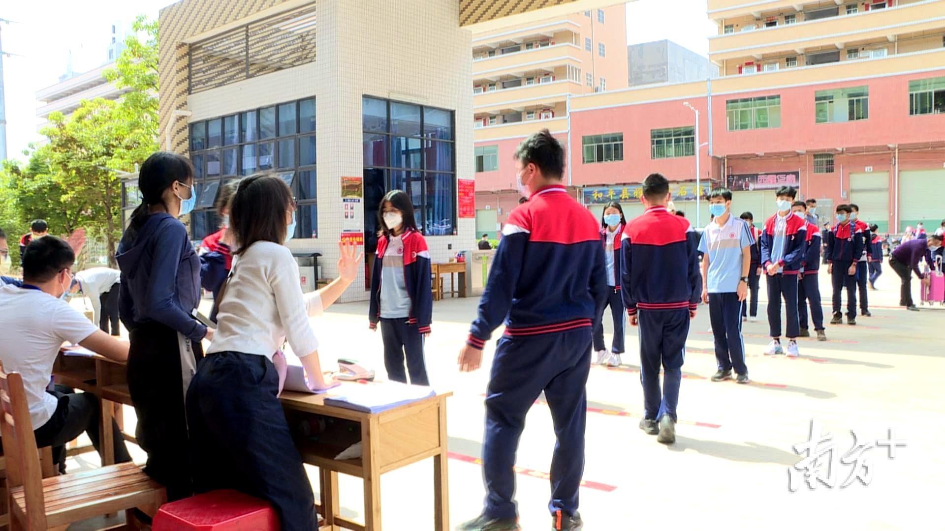 和平县8000多名高三、初三毕业班学生有序返校。