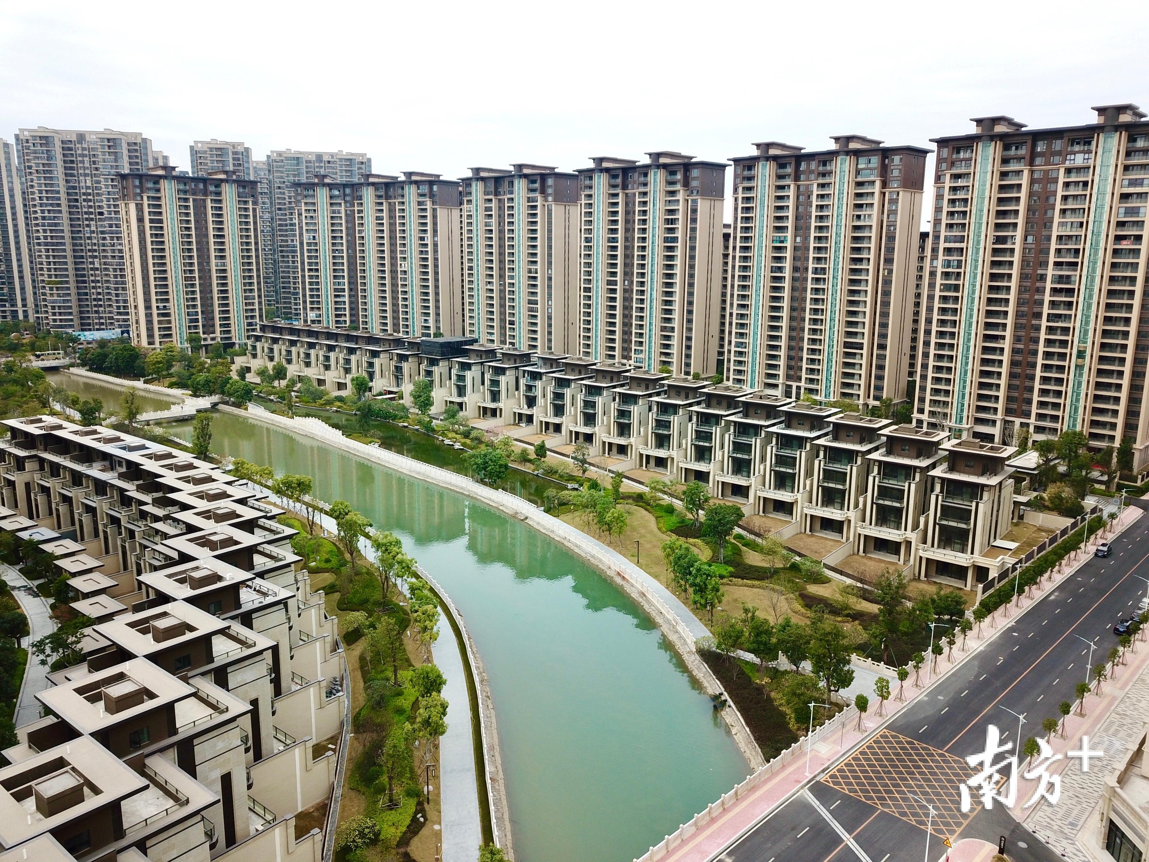 2019年,汕头市10.23万名缴存职工提取住房公积金27亿元。