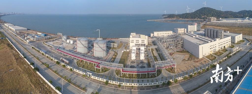"""汕头保税区已初步形成了""""保税区+保税物流中心""""为主导的发展模式和""""三大平台、六大中心""""为主业的发展格局。受访者供图"""