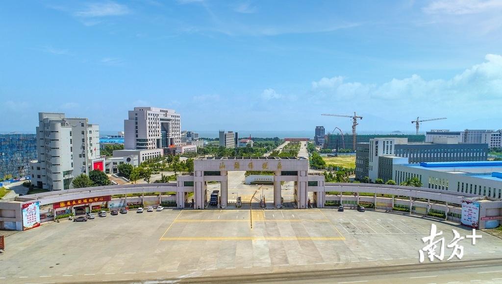 今年3月,汕头综合保税区获国务院批准设立。受访者供图