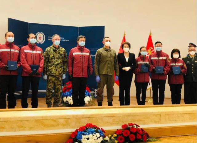 """中国专家组获颁""""保卫国家""""最高荣誉奖章"""