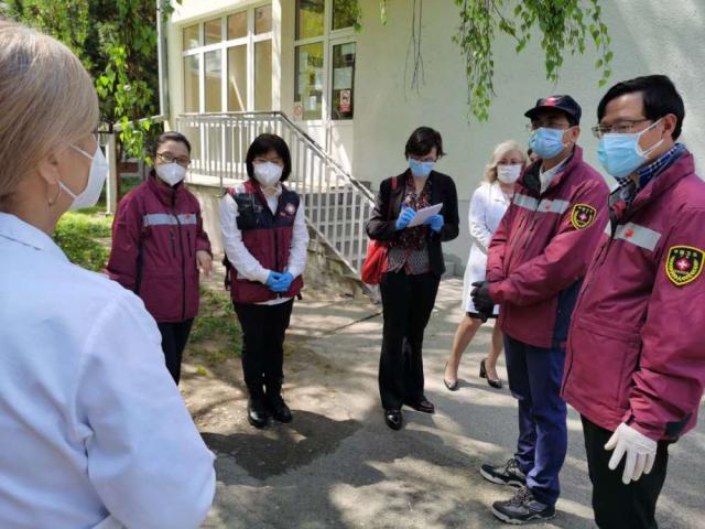 专家组与门诊医生分享中国经验,解答关键技术问题