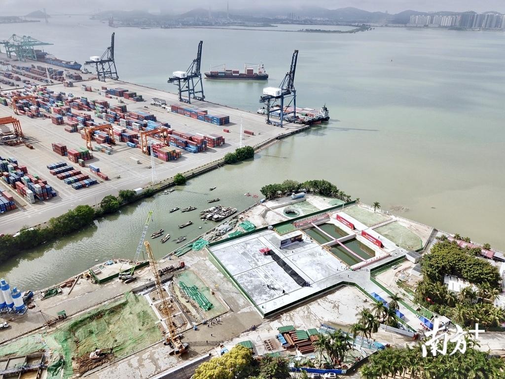 """因地质复杂、施工难度大,汕头海湾隧道被称为""""世界性超级工程""""。杨立轩 摄"""