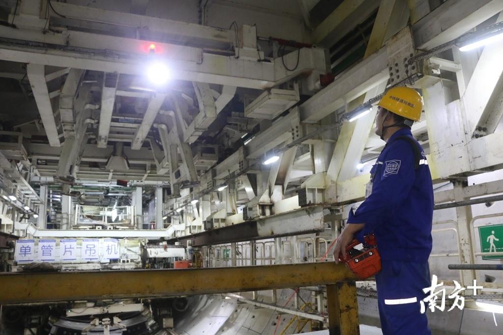 海湾隧道采用的盾构机直径超过15米,属于超大直径。张伟炜 摄