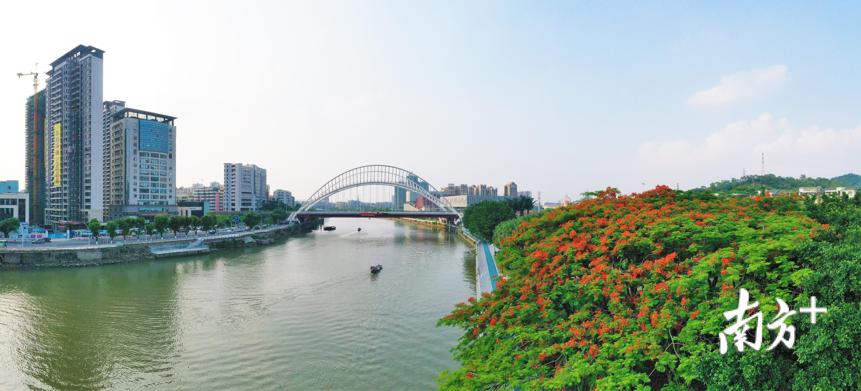 一桥两岸,景色迷人。杨兴乐摄