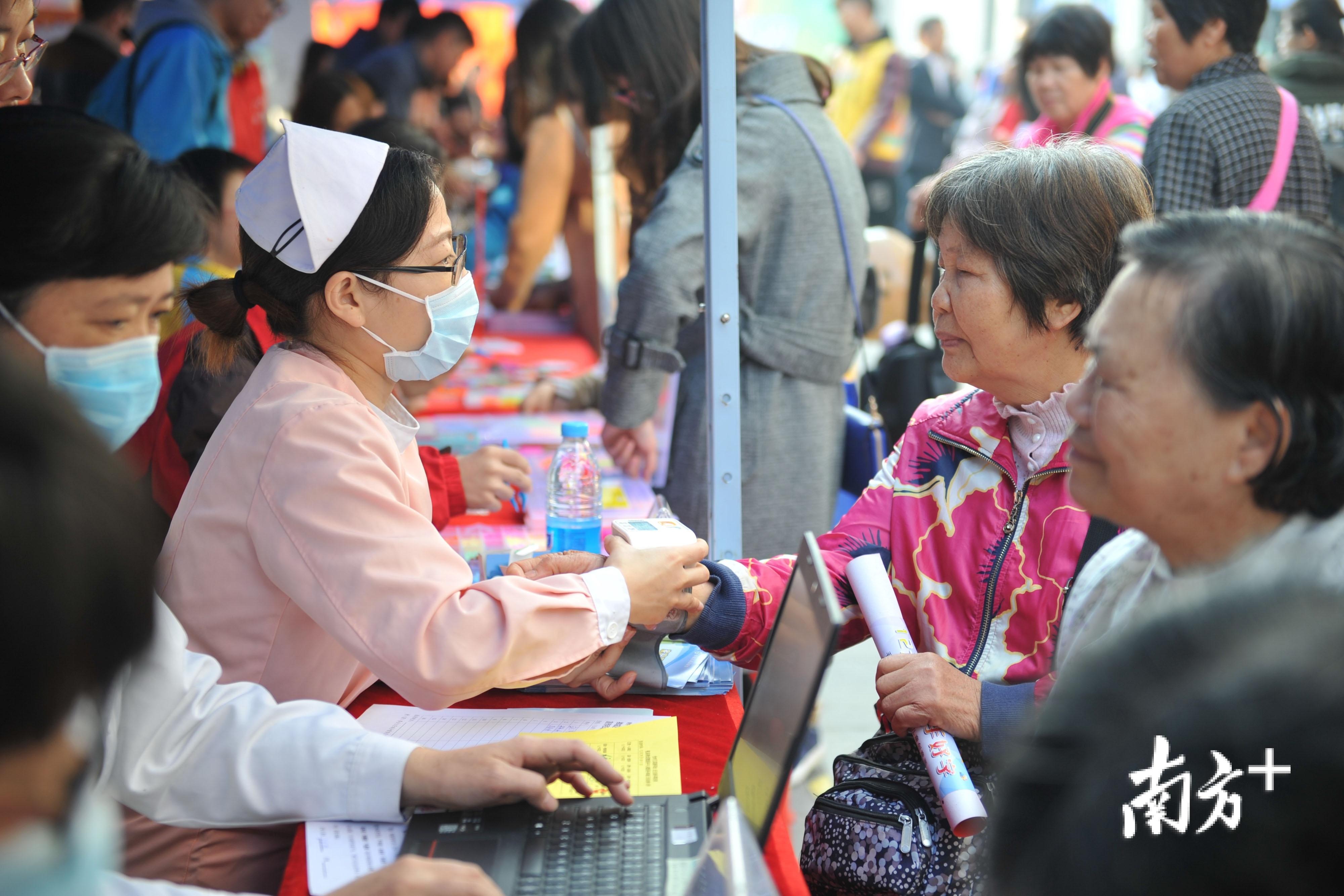 近年来,禅城志愿服务日益增长,并向全面化、专业化发展。南方日报记者 戴嘉信 摄