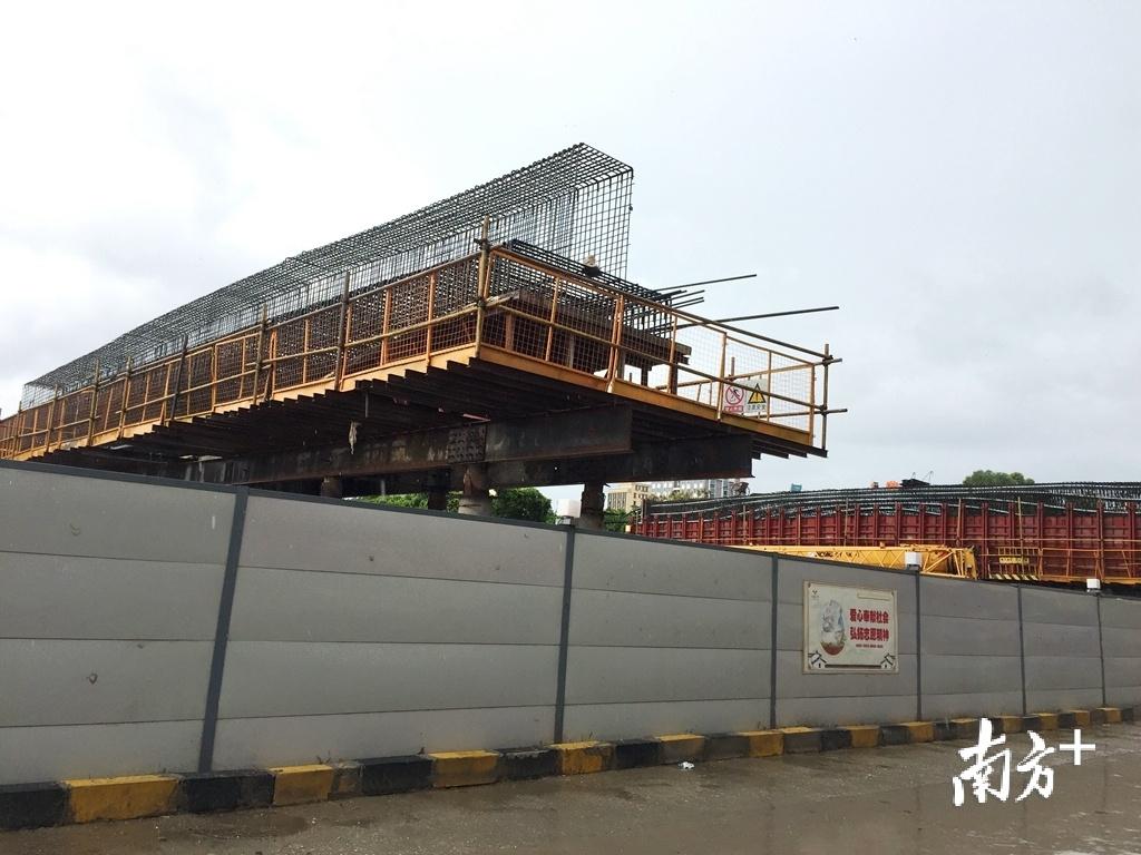 汕头市区东岸南北向主干道泰山路正在进行快速化升级改造。黄嘉锋 摄