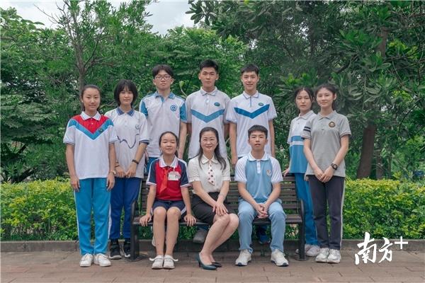惠州推出《给学生和家长的建议》微视频,图为部分参与拍摄的老师同学。