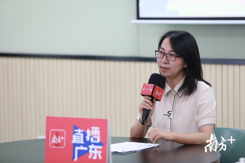 东莞高级中学专职心理老师肖健美。