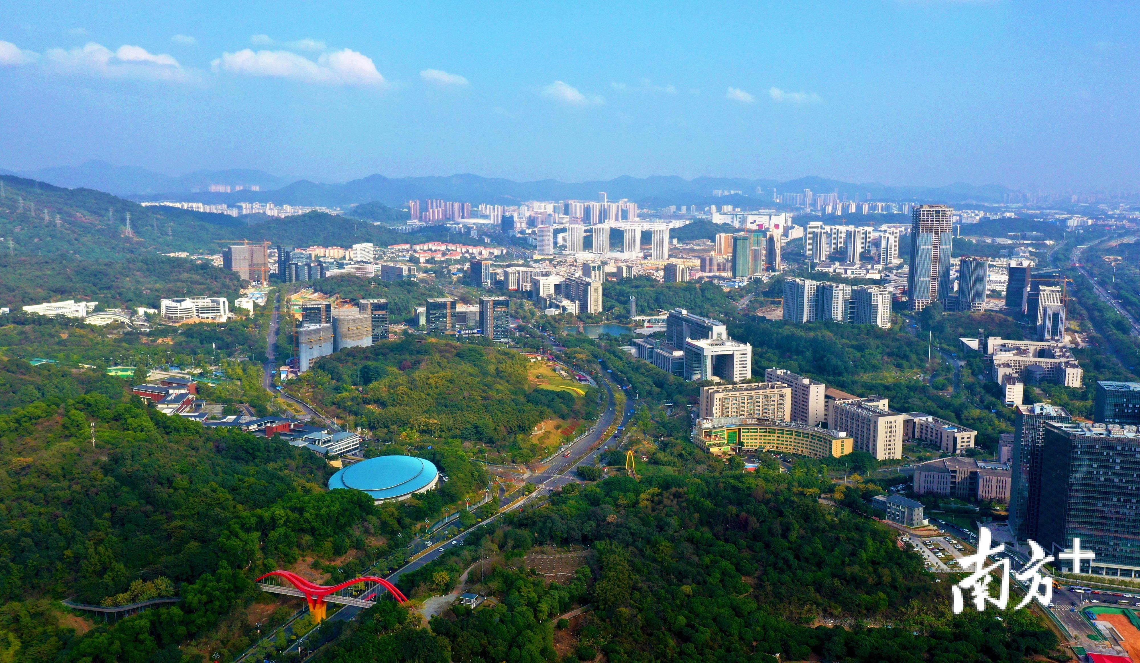 2019年,黄埔区、广州开发区、广州高新区多项指数居全市乃至全国开发区第一。图为该区广州科学城。李剑锋 摄