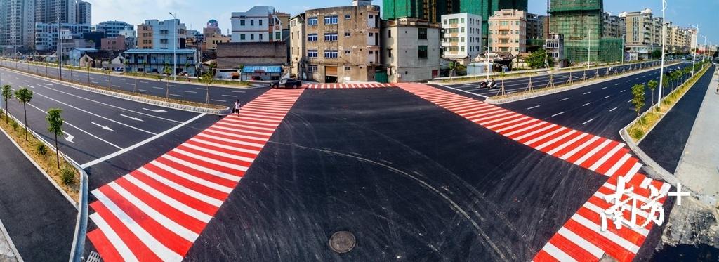 """潮阳区新华中路的建成通车,改善中心城区""""微循环""""。"""