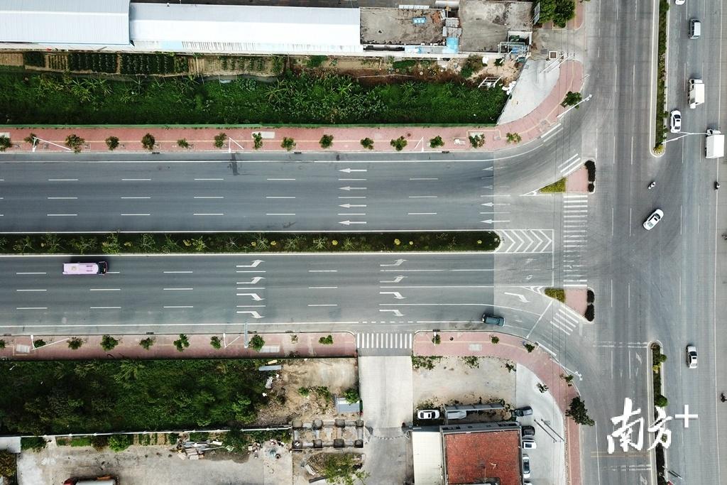潮南区环城公路与324国道交界。交叉口附近就是潮南民生医院。