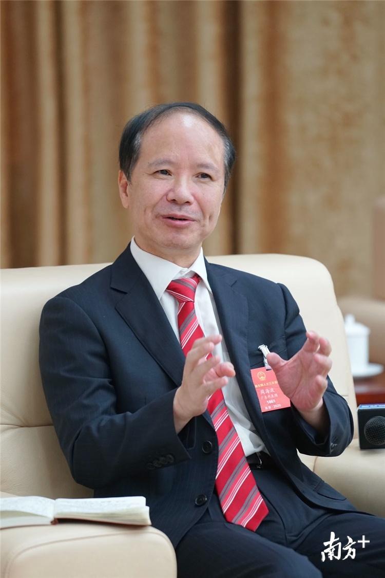 全国人大代表、清远市人民医院党委书记周海波。梁素雅 摄