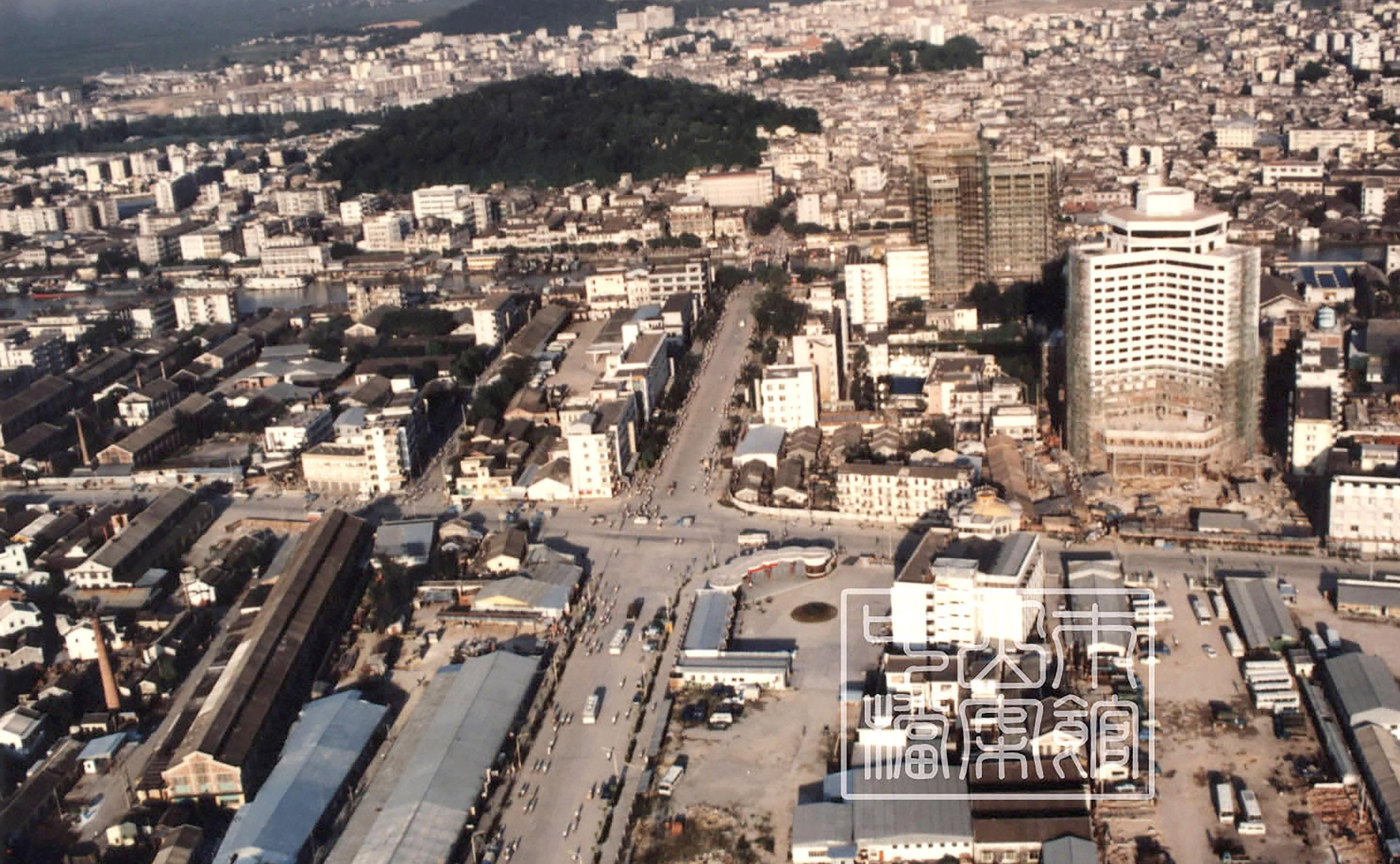 20世纪80年代富华道与中山路的交汇处。
