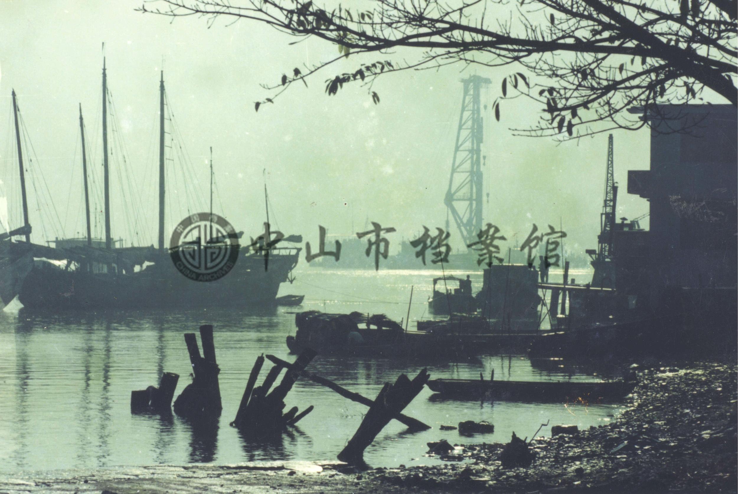 1984年11月,建设中的中山港。