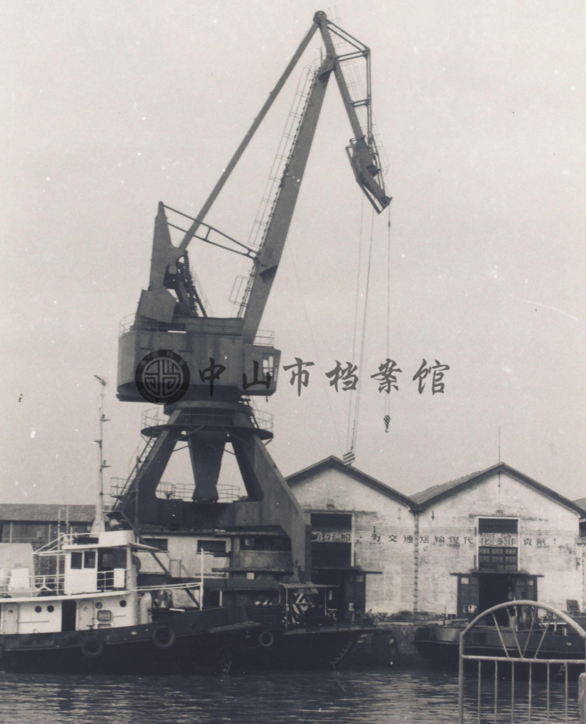 20世纪80年代的粤中船厂,岐江两岸工业区。船厂拆迁后改建成现在的岐江公园。