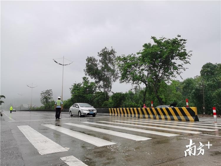 今年4月,清远市部署开展为期3个月的全市国省道路口专项整治行动,计划于本月底全面完成。陈国飞摄