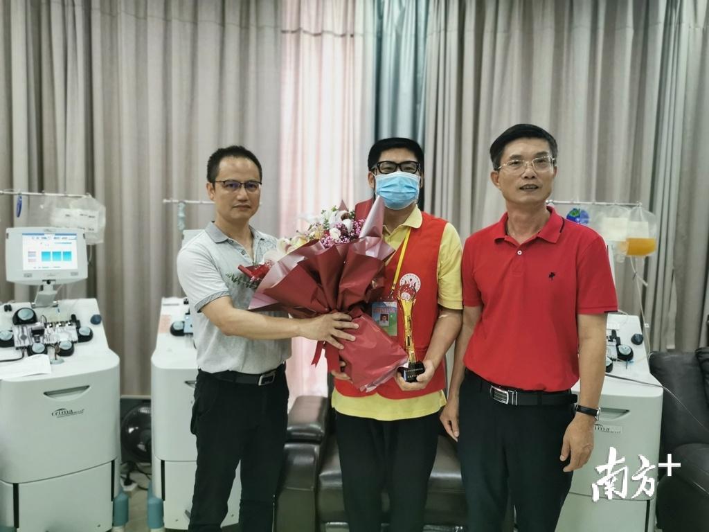 志愿者林晓庆已参与无偿献血153次。