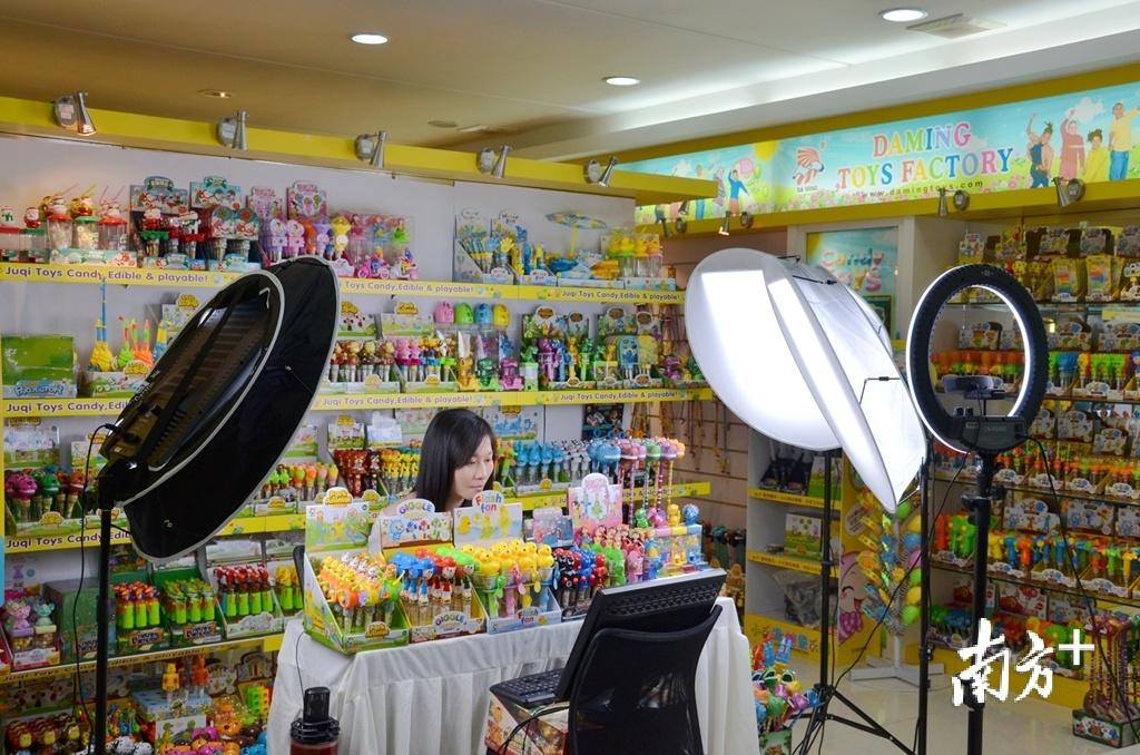 线上广交会为特殊形势下的企业发展开启了创新之路。陈雁佳 摄