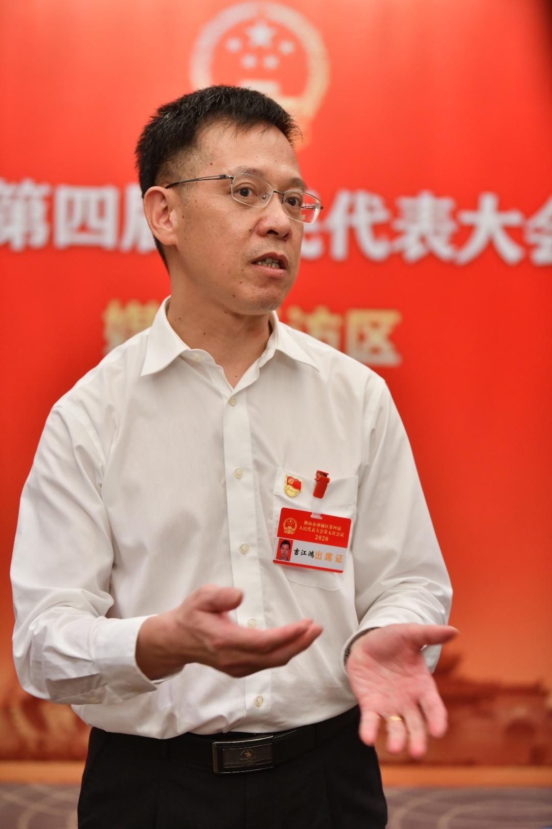石湾镇街道办事处主任吉江鸿。