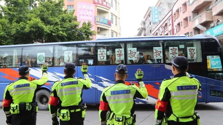 视频 给力!东莞公安投入警力3200人次护航高考