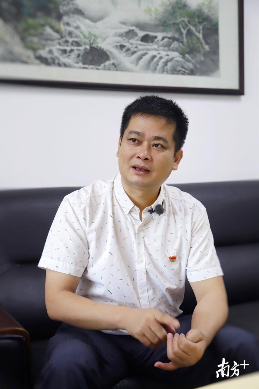 7月21日,南方日报专访清新区龙颈镇委书记梁国强。梁素雅 摄