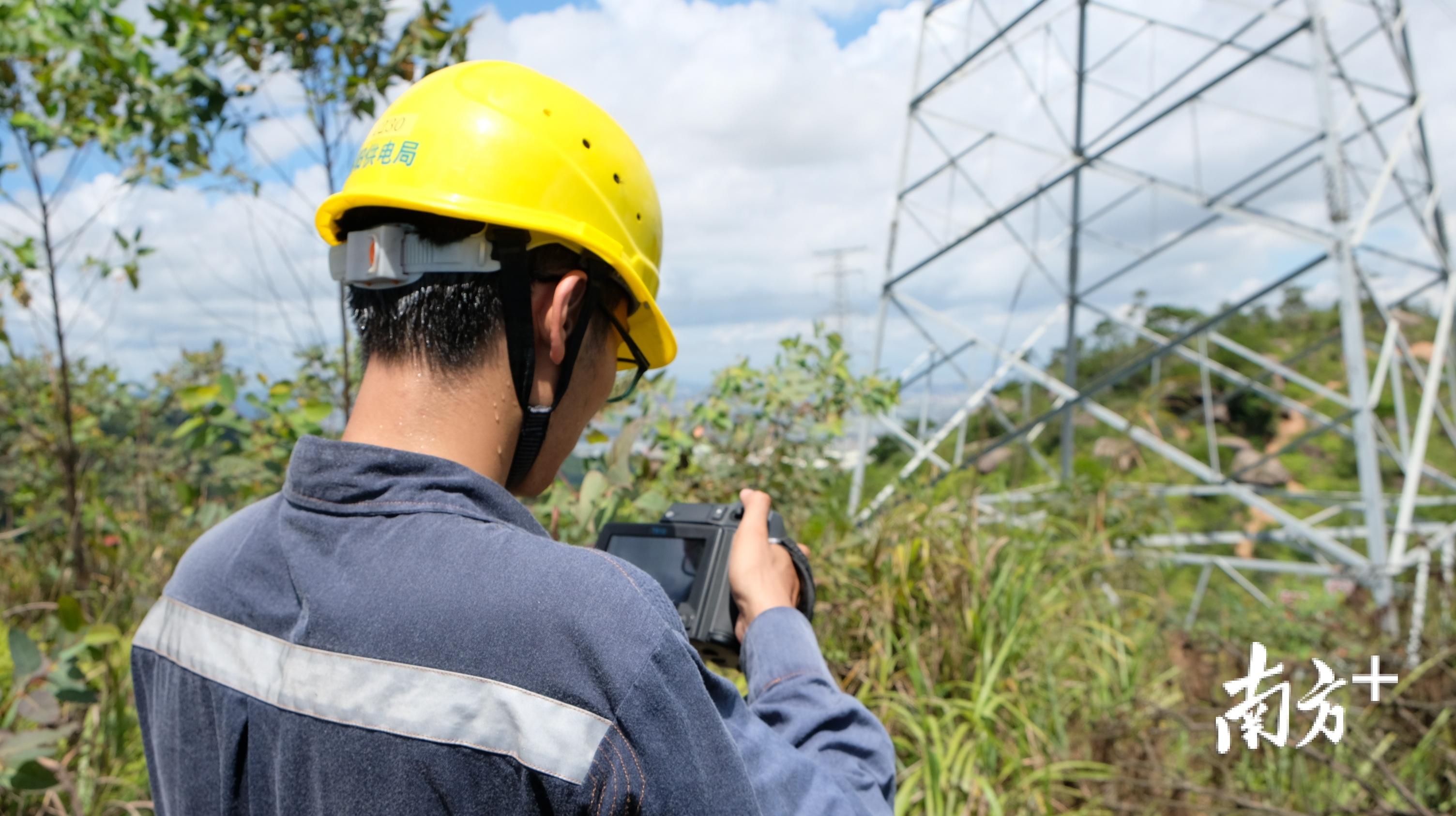 揭阳供电局输电管理所针对高温天气对输电线路进行红外测温。