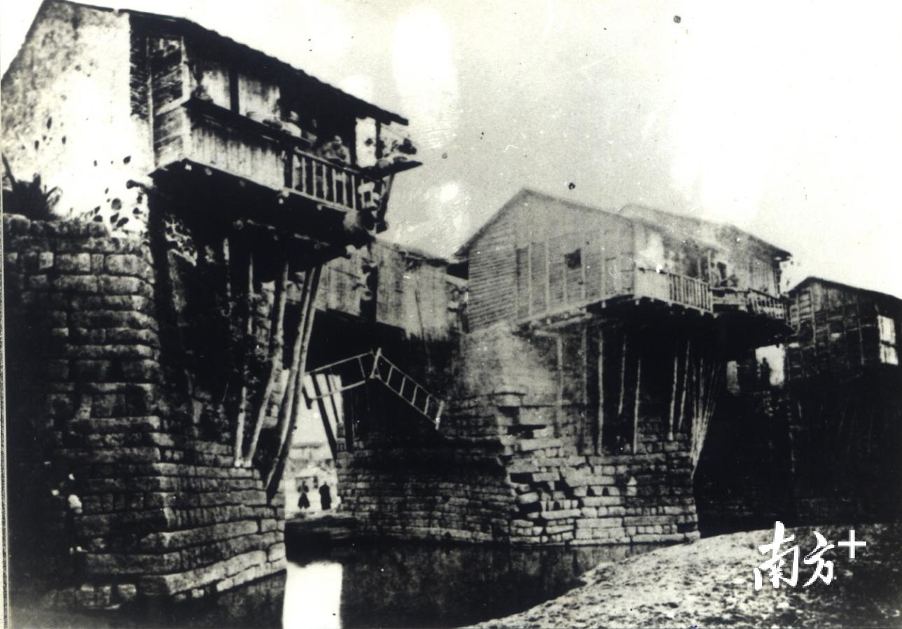 广济桥第一张照片,摄于同治九年(公元1870年)。