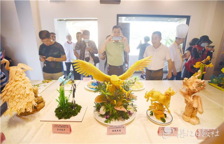 点心和食品雕刻展示。刘冀城 摄