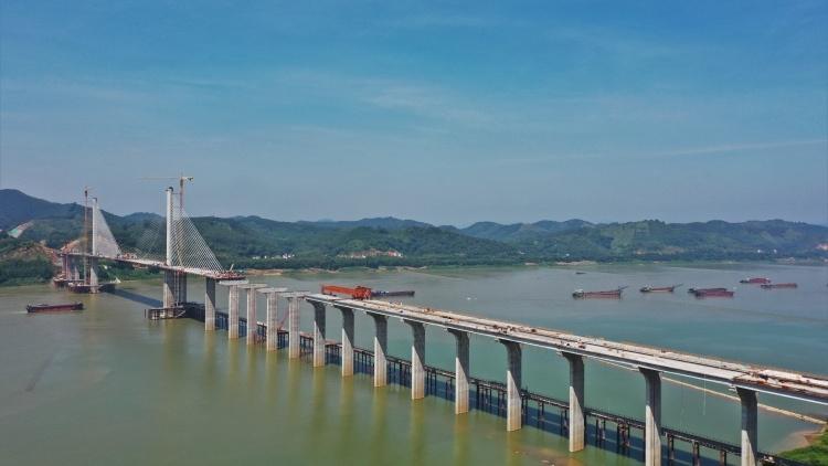 节省工期90天,怀阳高速西江特大桥主桥标准梁段施工完成