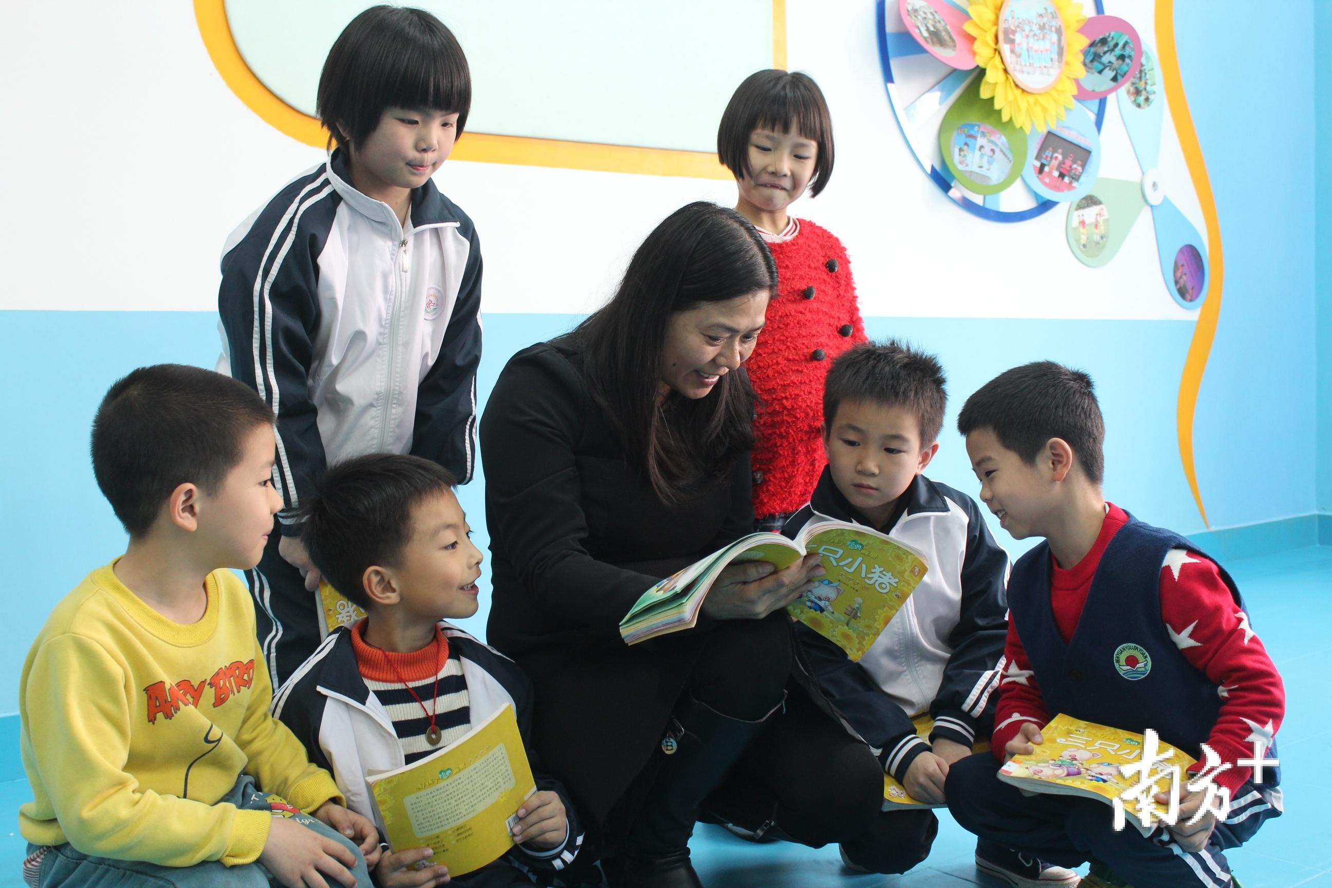对每一个学生,杨荣林都给予了无微不至的关怀。