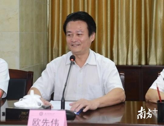 湛江市政府副市长欧先伟致辞。