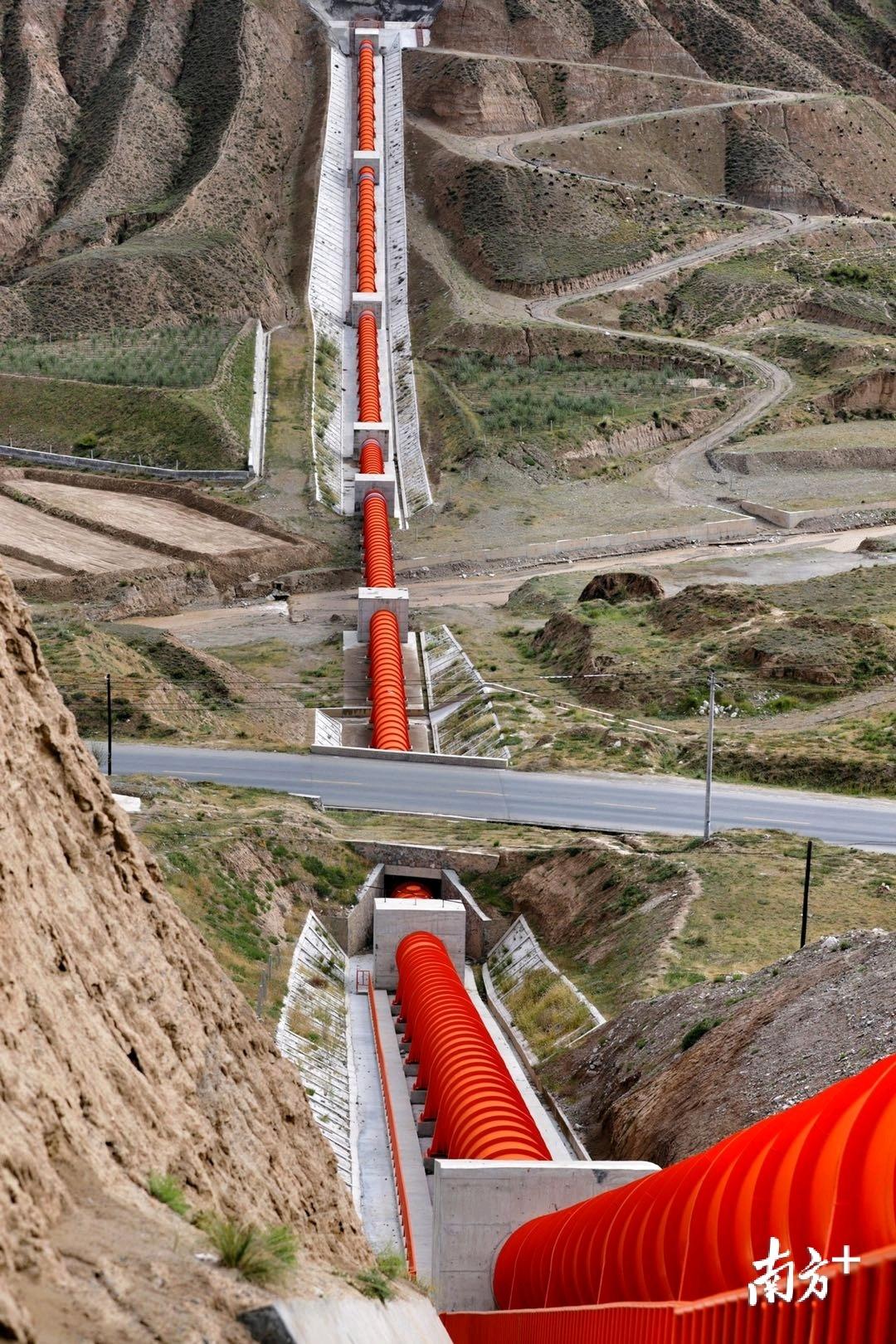 2号倒虹吸管径2.4米,是目前青海省内单管口径最大的倒虹吸。