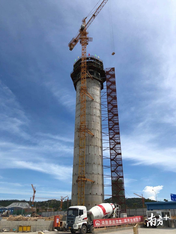 海湾隧道南岸风塔高64.8米,相当于20多层楼高。