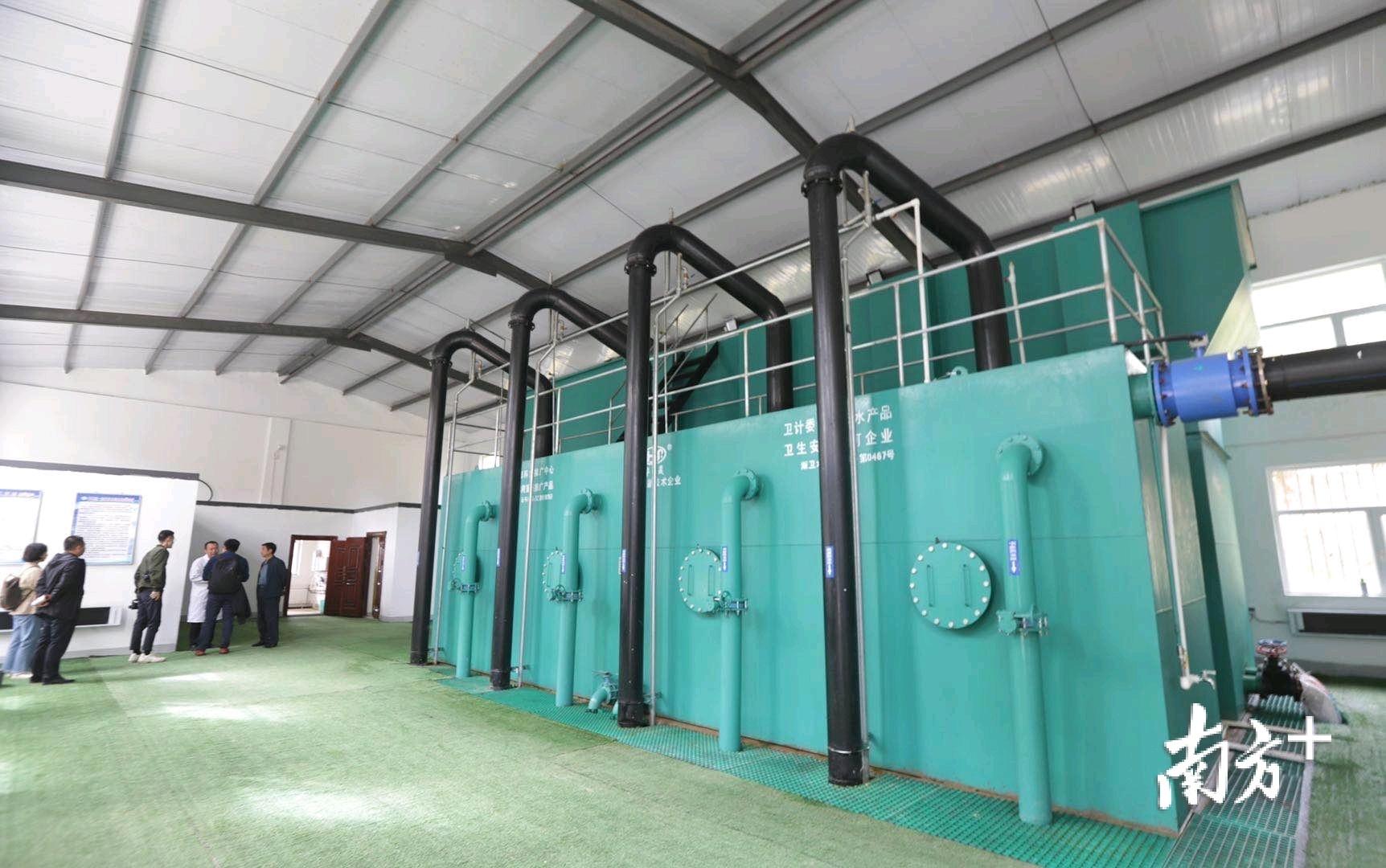 """三合水质净化厂的建成,使平安区三合镇9个行政村、近万名村民喝上了""""幸福水""""。"""