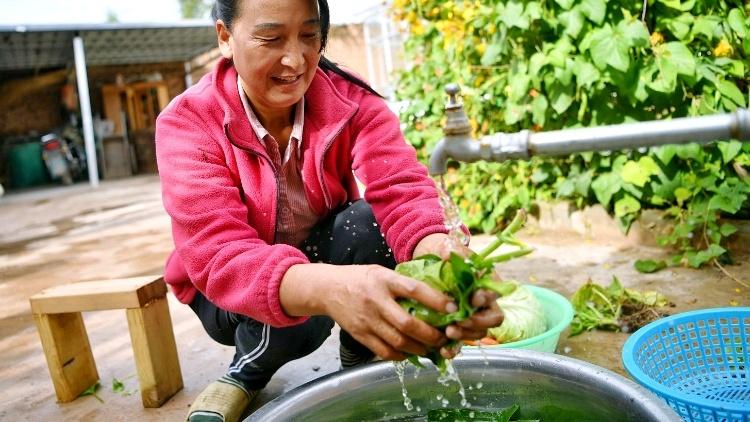 """从""""生命水""""到""""幸福水"""",探寻黄河边岸农村的人饮水密码"""