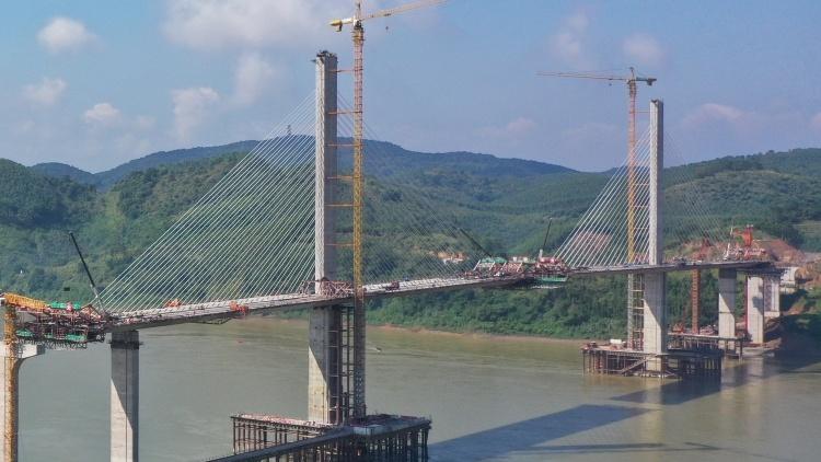 怀阳高速西江特大桥合龙 项目年底建成通车
