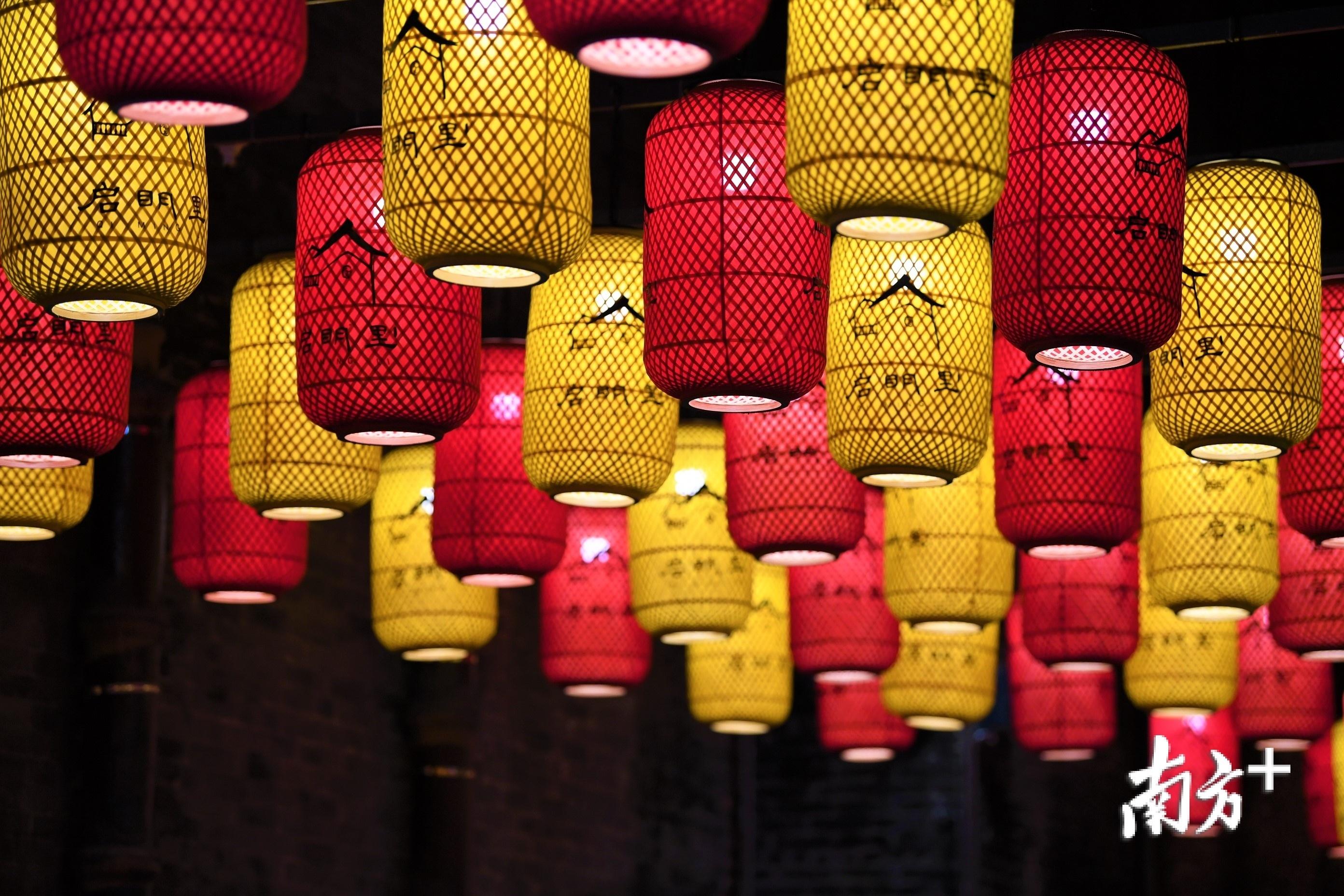 每一盏灯笼,都有一个启明里的故事。杨兴乐 摄